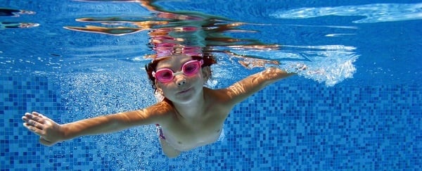 Kid Swimming in pool_header