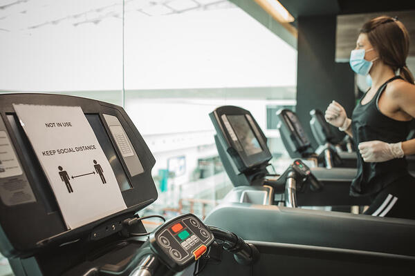 Treadmill social distancing with facemask