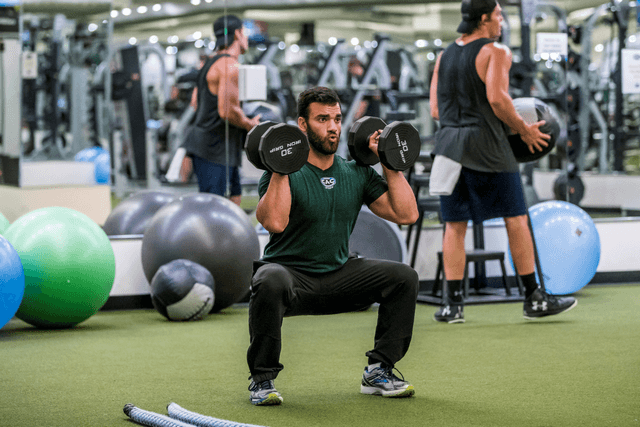 Dayan_Dumbell_squat_and_press.png