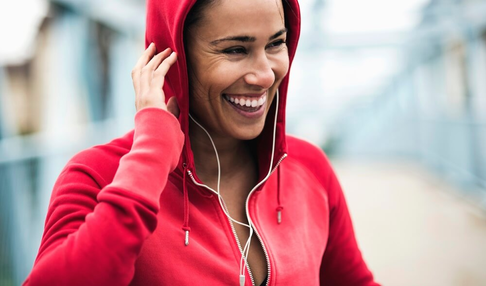 workout_woman_red_hoodie_small_1.jpg